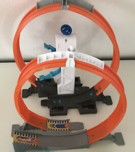 Hot Wheels Looping mit Beschleuniger, Looping, Strecken, Kurven, Schleuder