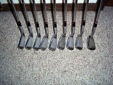 A VINTAGE SET OF MACGREGOR TOMMY ARMOUR  IRON MASTER IRONS, RH, STEEL, REGULAR.
