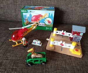BRIO Set Feuerwehr Hubschrauber Bahnübergang mit Licht und Sound Giraffen Wagon