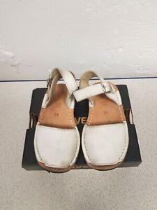 La Coqueta Girls Avarca Sandals White