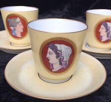 5 tasses et sous tasses a décor de médaillon en porcelaine de paris limoges ?