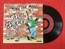 JIVE BUNNY THE MASTERMIXERS SWING THE MOOD CARRERE 14769 VG++ VINYLE 45T SP