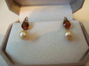 Antike goldene Ohrhänger mit echten Perlen und braunen Steinen