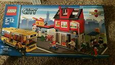 LEGO 7641 CITY CORNER  NEW IN BOX
