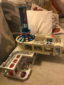MICRO MACHINES SUPER AUTO WORLD PLAYSET 1995 Lewis Galoob & 8 Cars
