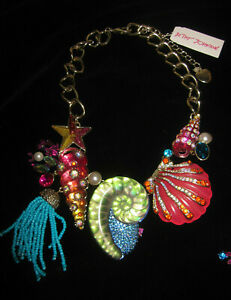 BETSEY JOHNSON CRABBY COUTURE BIB STATEMENT NECKLACE