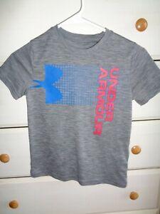 Boys Under Armour Short Sleeve Shirt Size YSM LOOSE FIT Heatgear   -  A453