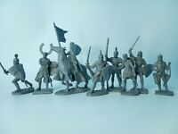 Crusaders knights Vinyl Plastic set 8 figures Toy Soldiers