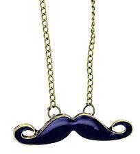 Gothique punk motard noir moustache collier chaîne