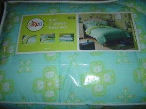 Circo 7 Piece Bed Set - Aqua Medallion Collection - Aqua Blue Pale Green - NEW