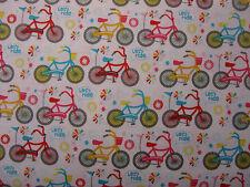 Bicicletas sobre fondo blanco 100% algodón-Riley Blake Tela Por cuarto gordo