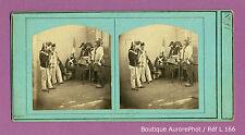 VUE STÉRÉO VIEW : SCÈNE DE GENRE, MILITAIRES AVEC BICORNES & BONNETS ,1870 -L166