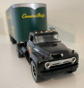 Lionel 81904 Canadian Pacific semi-tractor & piggyback trailer in OB