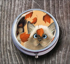 CAT SIAMESE PLAYING WITH AUTUMN LEAVES PILL BOX ROUND METAL -fvc6Z