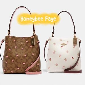 NWT Small Town Bucket Bag With Heart Floral Print