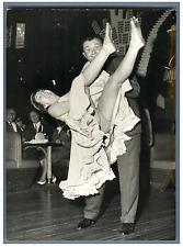 Annie Cordy et Jean Richard dansent le Rockalonga Vintage silver print Tirage