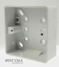 Mk lógica Plus-K2181 WHI - 1g 32mm de superficie Profundo Caja de PVC de alto impacto sin usar