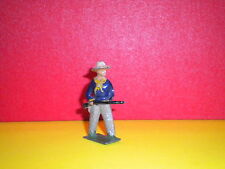 PLOMB CREUX MADE IN FRANCE - 1 COW BOY AVEC ARME A LA MAIN