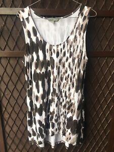 Women's gorgeous YARRA TRAIL animal print style Sleeveless ScoopTop Size Medium!