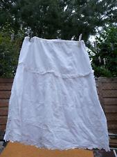 jupon ancien blanc en coton brodé