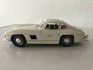Burago 1954 MERCEDES 300 SL 1:18 SCALE DIE CAST