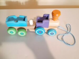 Melissa & Doug Wooden Train with Engine and One Car Melissa & Doug !