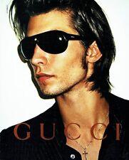 Publicité Advertising  2001  les lunettes solaires homme Gucci