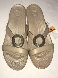 Crocs Sanrah Met Circle Slide Sandal Womens Size 11 Tan NWT