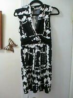 BCBG Maxazria  Black & White V-neckline Sleeveless Stretchy Knit Dress - Size SP