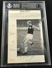 BOBBY MOORE ENGLAND 1966 WORLD CUP AUTOGRAPHED SIGNED PHOTO BECKETT BAS