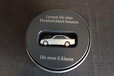Herpa Mercedes-Benz E-Class 1999 1:87 silver in special E1999 Tin Box (JS)