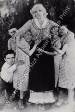 A102 FREAKY BIZARRE STRANGE ODD Circus Side Show Family VINTAGE PHOTO WEIRD Pic