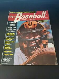 1967 Street & Smith Official Baseball Yearbook Andy Etchebarren Orioles EX/MT