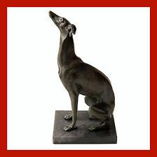 Künstlerische Skulpturen von Hunden
