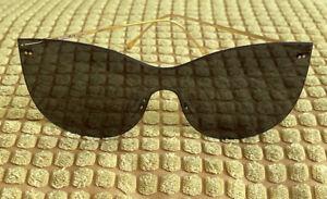 ILLESTEVA Boca Mask Sunglasses. Frameless Gold Details. Black Lenses