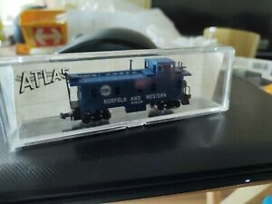 N Gauge box wagons North and western  caboose boxed excellent