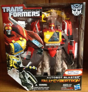 New Transformers Generations Fall Of Cybertron FOC Voyager Class Blaster MISB