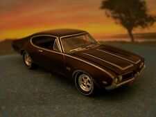 69 1969 OLDS OLDSMOBILE CUTLASS 442 REPLICA COLLECTIBLE 1/64 DIORAMA MODEL