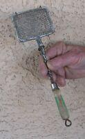 VTG WIRE BASKET SOAP SAVER LAUNDRY UTENSIL CHIPPY GREEN CREAM WOOD HANDLE