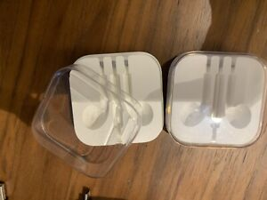 2x apple headphones case