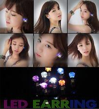 Nuevo Un Par 7 Color Luminoso Luz LED Súper Brillante Pendientes Mujer Hombre