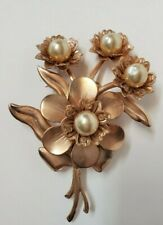 VINTAGE METAL FLOWERED PEARL BROOCH PIN GOLD ANTIQUE COLLECTIBLE JEWELRY
