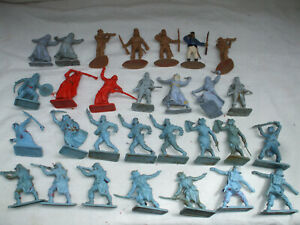 30 pieces, Cresent and Cheritea French foriegn legion and Arab toy soldiers