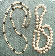 STUNNING VINTAGE ESTATE INDIVIDUALLY KNOTTED GLASS BEAD NECKLACE LOT!!! 3807J