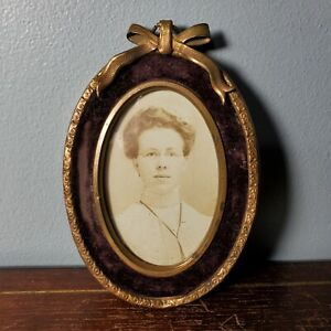 "Antique Gold Tin & Velvet Oval Hanging Picture Frame w/ Ribbon 4 1/2"" x 3 3/8"""