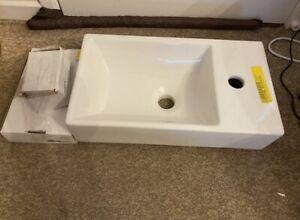 Vincent Gäste WC ceramic washbasin and tap