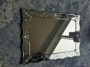 Lovely etched pattern mirror excellent condition