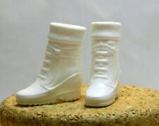 BARBIE DOLL WHITE SNOW BOOTS J62