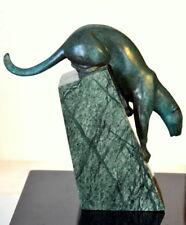 Herabsteigender  Bronze Panther - Raubkatze auf Marmorsockel signiert Milo