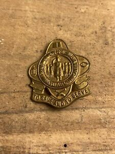 THE LIFE SAVING GUARDS / SCOUTS VINTAGE BADGE